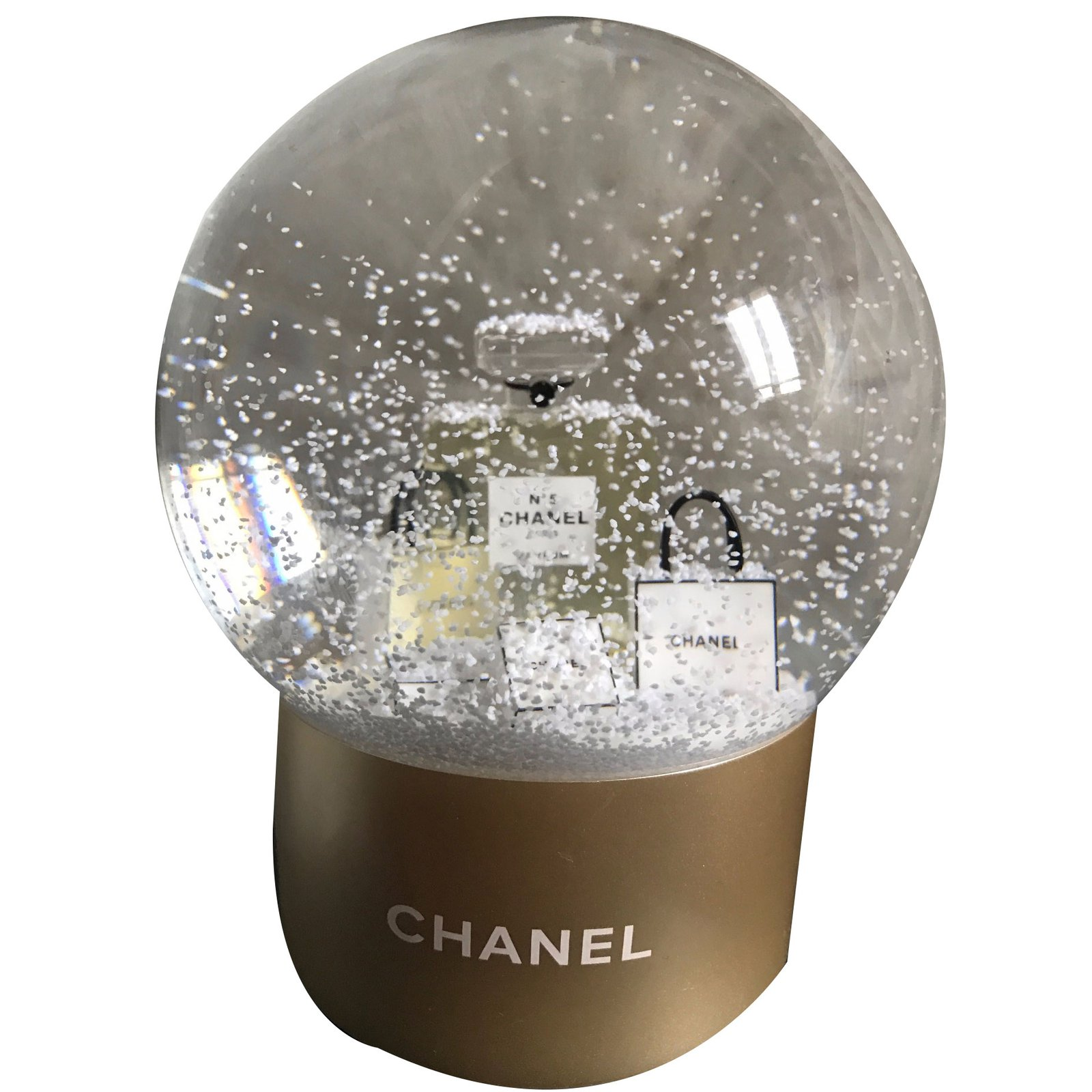 d coration divers chanel boule neige chanel verre r sine. Black Bedroom Furniture Sets. Home Design Ideas
