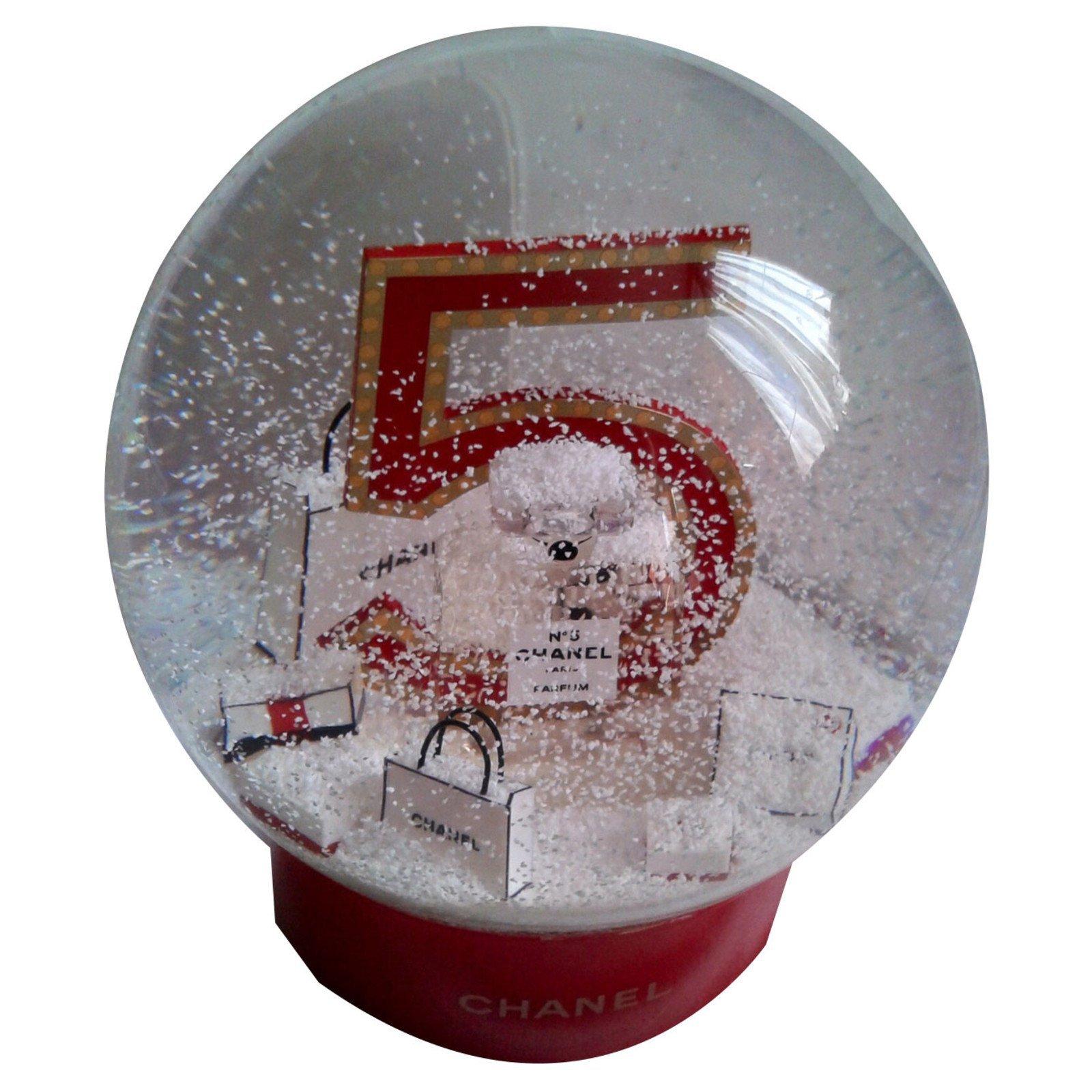 d coration divers chanel boule neige 5 verre rouge ref. Black Bedroom Furniture Sets. Home Design Ideas