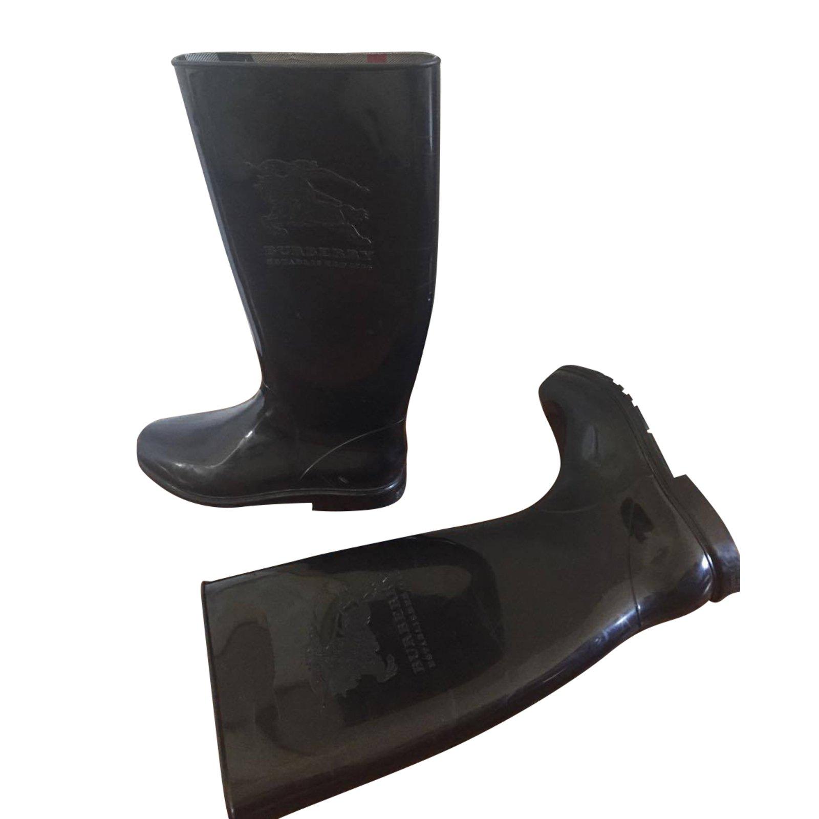 Connu Bottes Burberry Bottes de pluie Burberry en caoutchouc noir, état  MF48