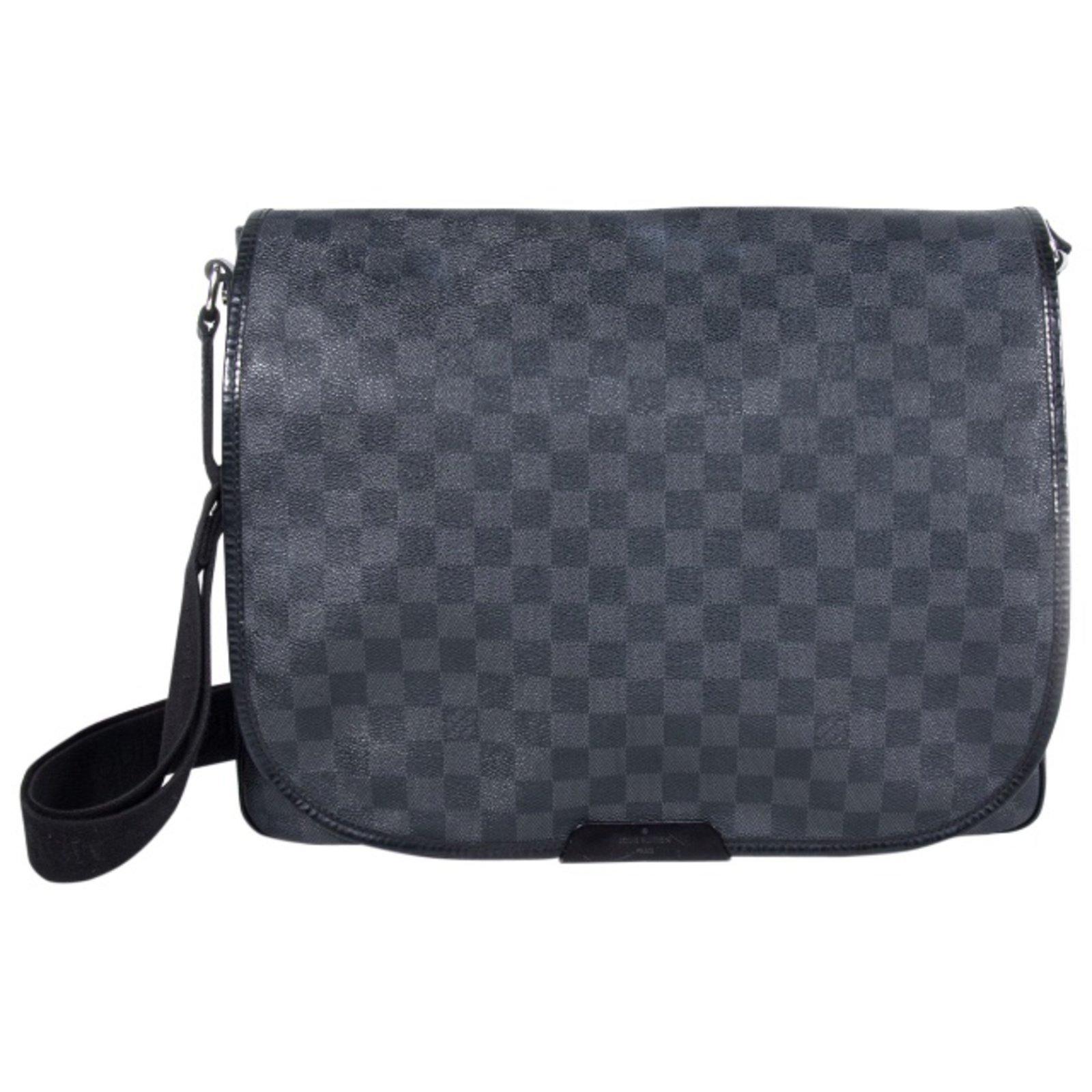 Sacs Louis Vuitton Sac Louis Vuitton Messenger District GM à damier  graphite ! Cuir,Toile 37c85e5997d