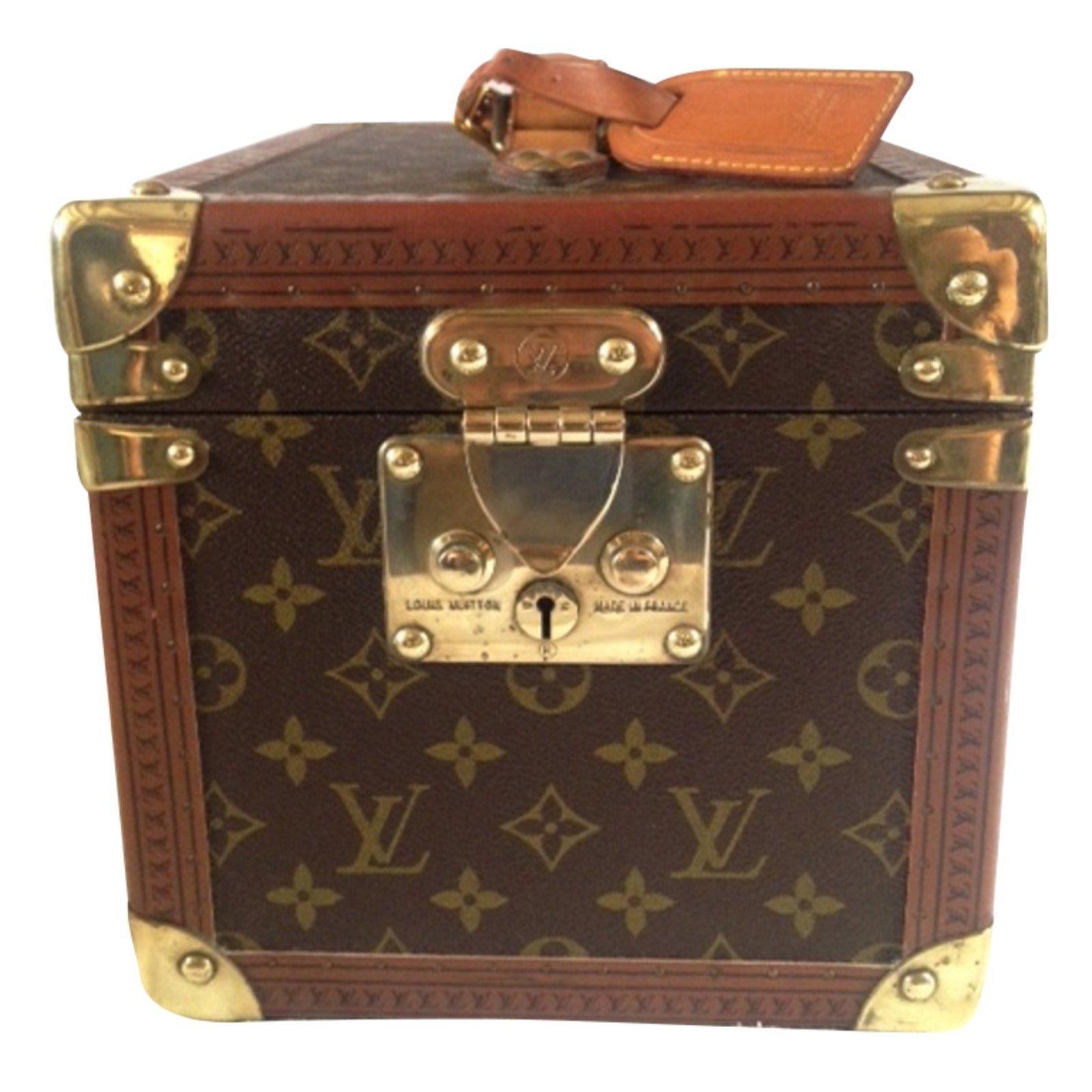 sacs de voyage louis vuitton vanity case cuir toile marron joli closet. Black Bedroom Furniture Sets. Home Design Ideas