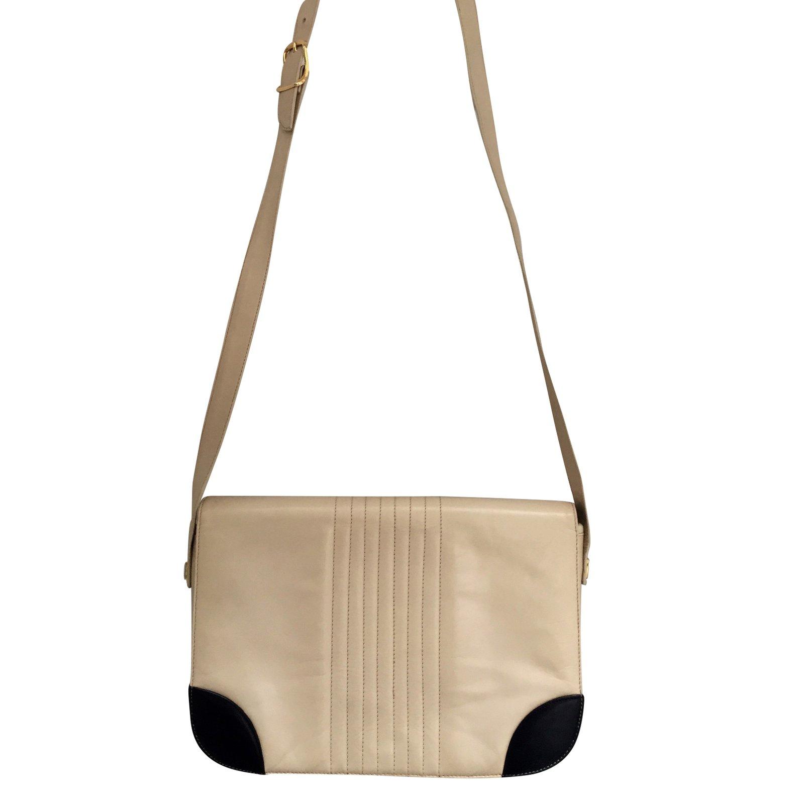 sacs main bally sac vintage en cuir bally cuir beige ref. Black Bedroom Furniture Sets. Home Design Ideas
