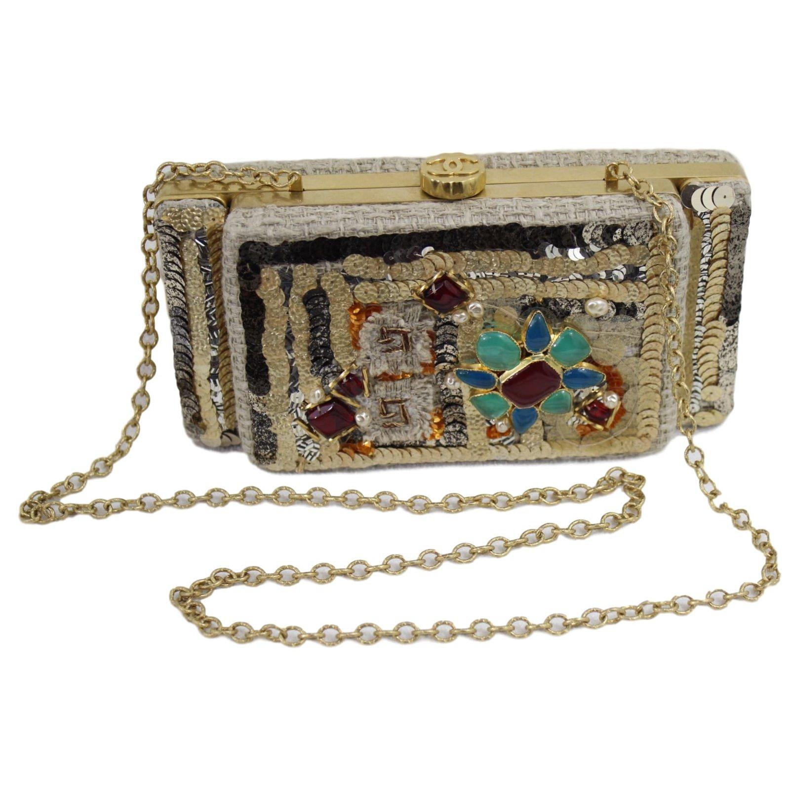 7650fea2a2a2 Chanel Clutch Handbags Metal Golden ref.45559 - Joli Closet