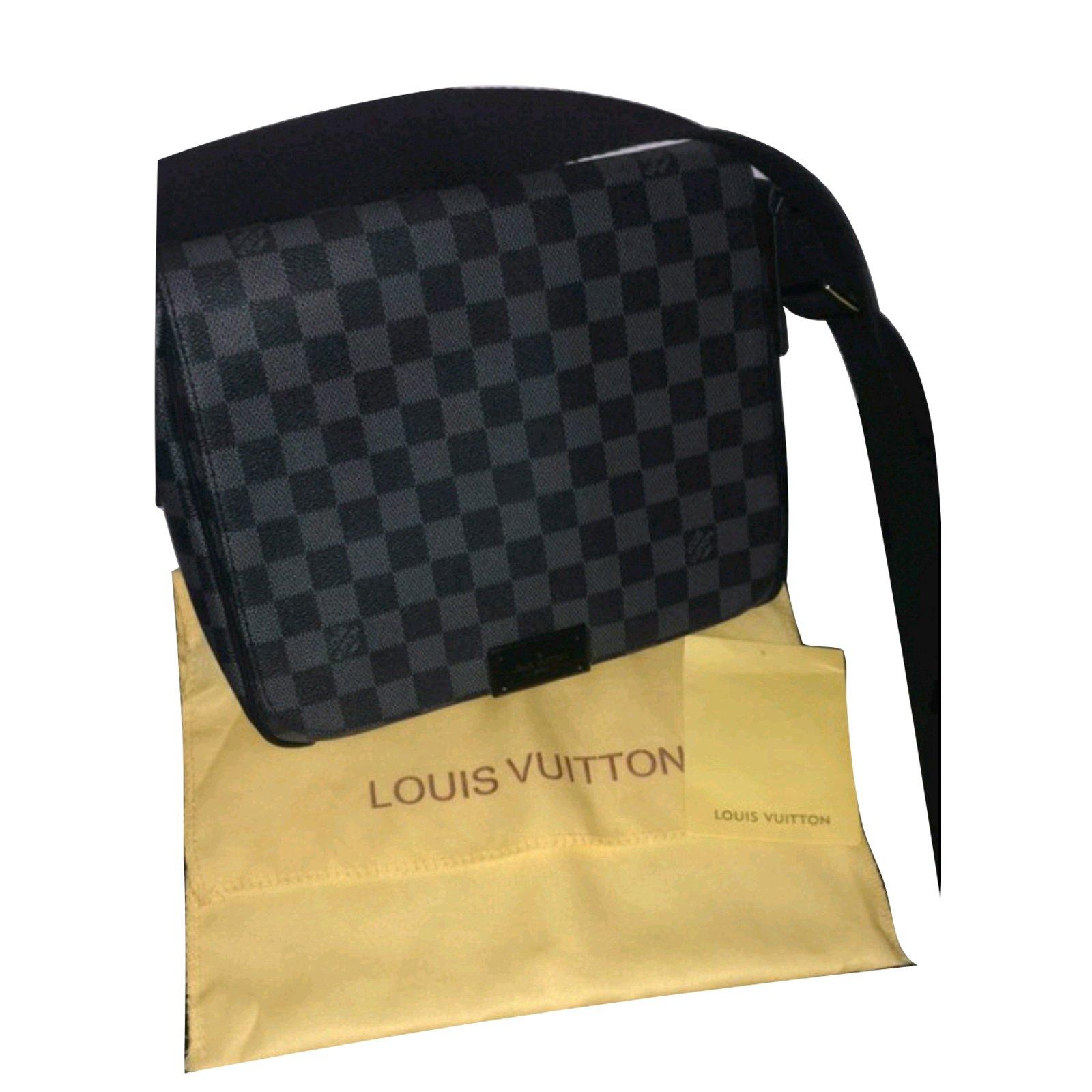 e3d07b23577 Sacs à main Louis Vuitton Sac louis Vuitton district motif damier Toile  Noir ref.45676