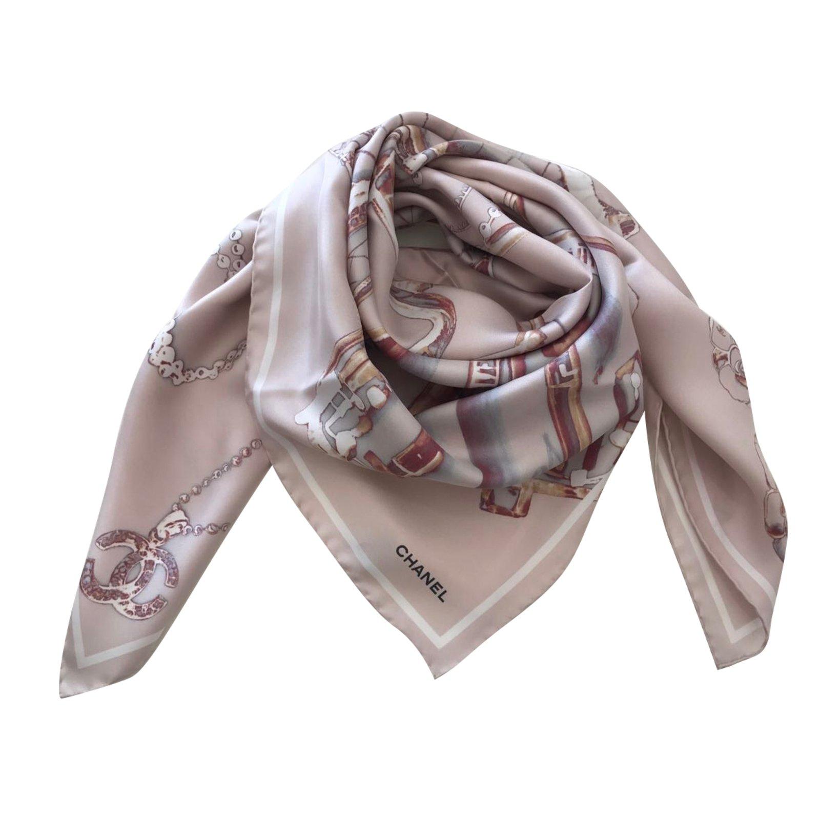 66cbb0cfaf8 Foulards Chanel FOULARD CHANEL SOIE Soie Rose ref.45946 - Joli Closet