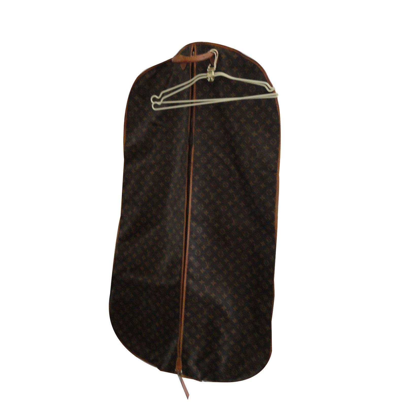 sacs de voyage louis vuitton housse v tements femme2. Black Bedroom Furniture Sets. Home Design Ideas