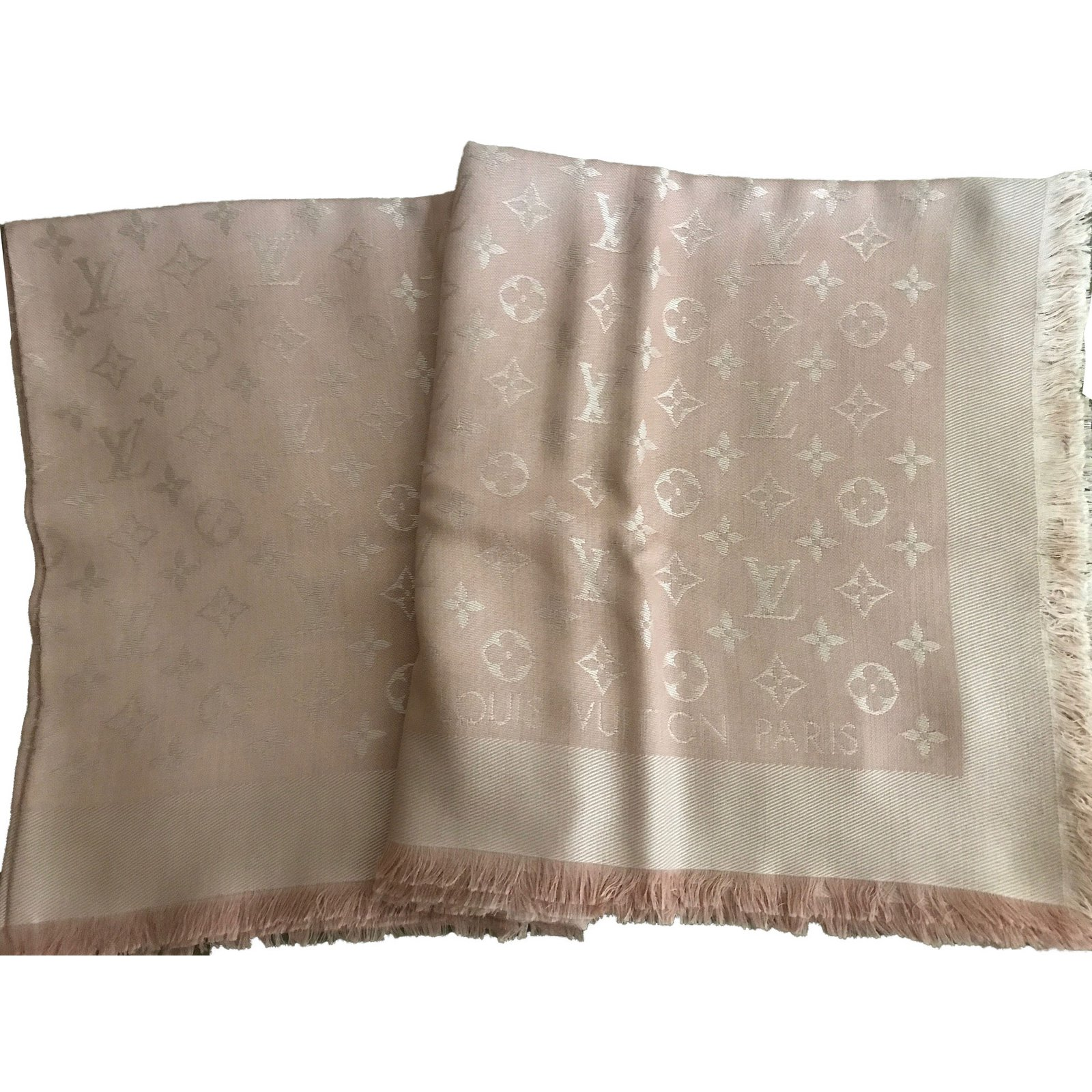 de9e01873062 Foulards Louis Vuitton Châle Soie Rose ref.47331 - Joli Closet