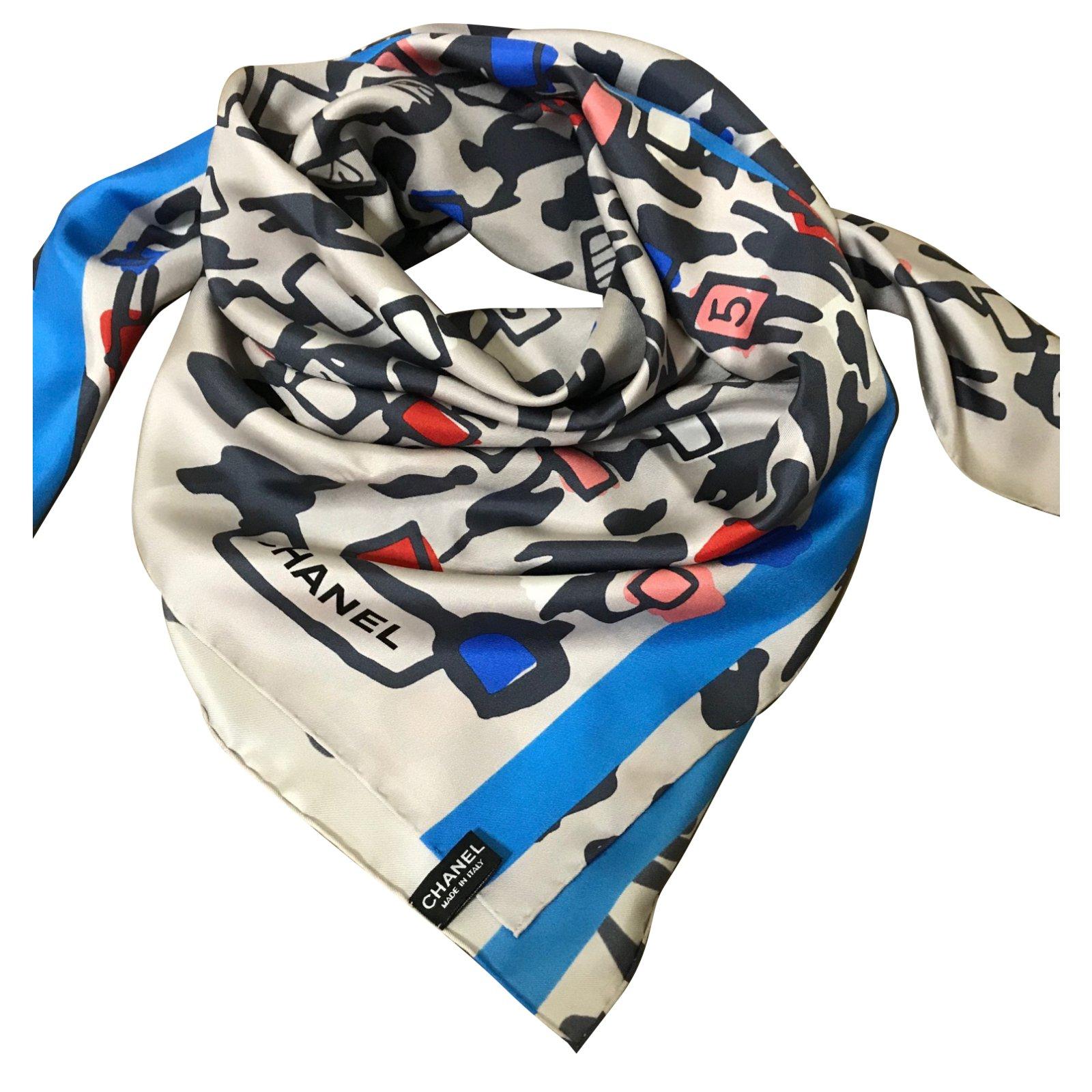Foulards Chanel Foulard Chanel Soie Gris ref.48779 - Joli Closet 325d57fca80