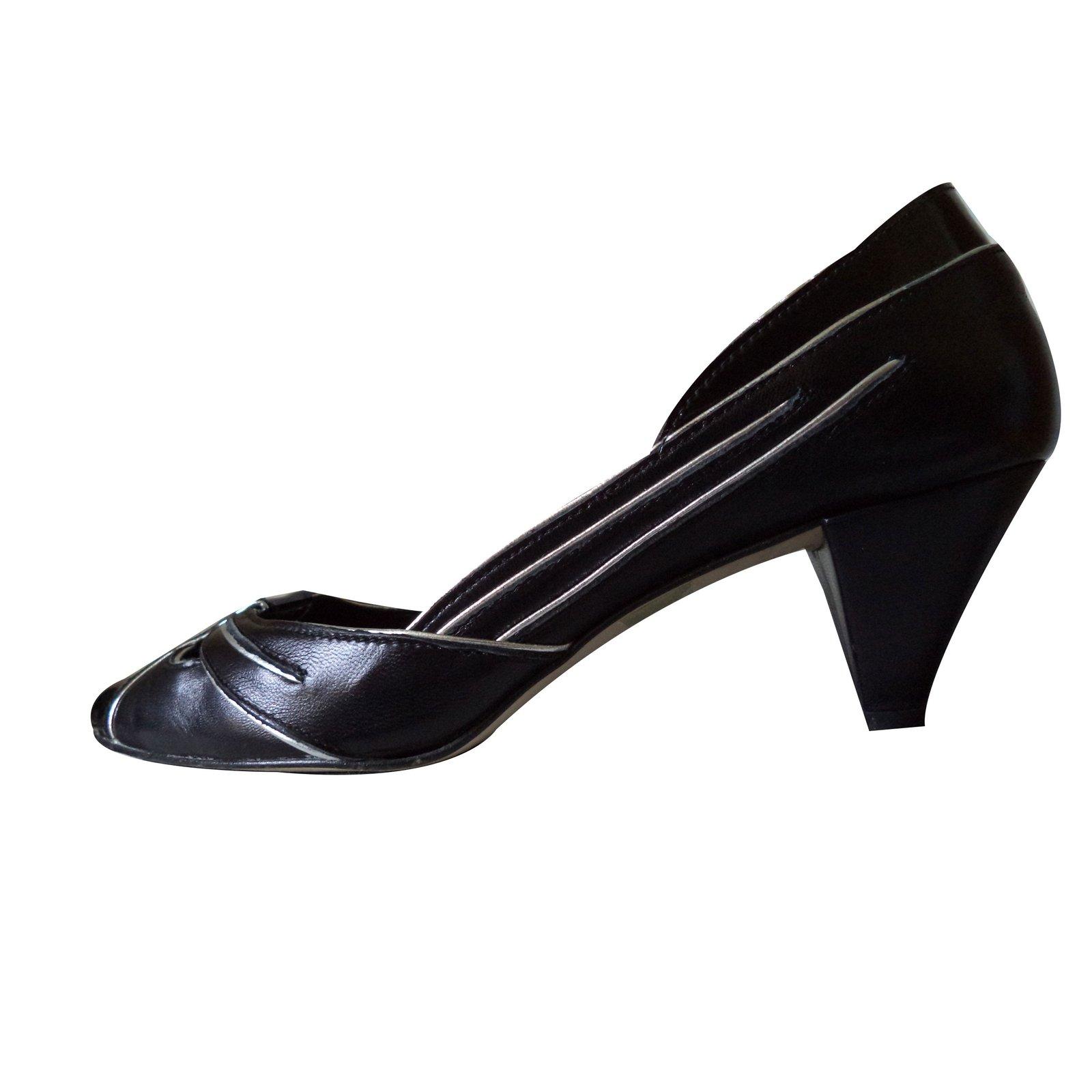 48cac77169a1 Gaspard Yurkievich Kitten Heel Pumps Heels Patent leather Black ref.49644