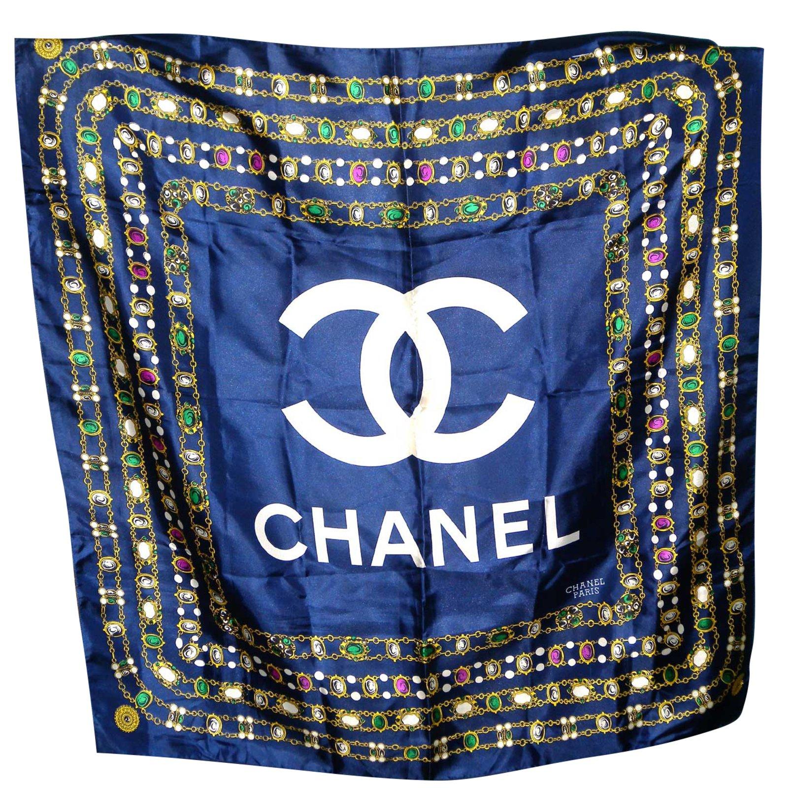 e940d748606 Chanel Silk scarf Silk scarves Silk Navy blue ref.51256 - Joli Closet