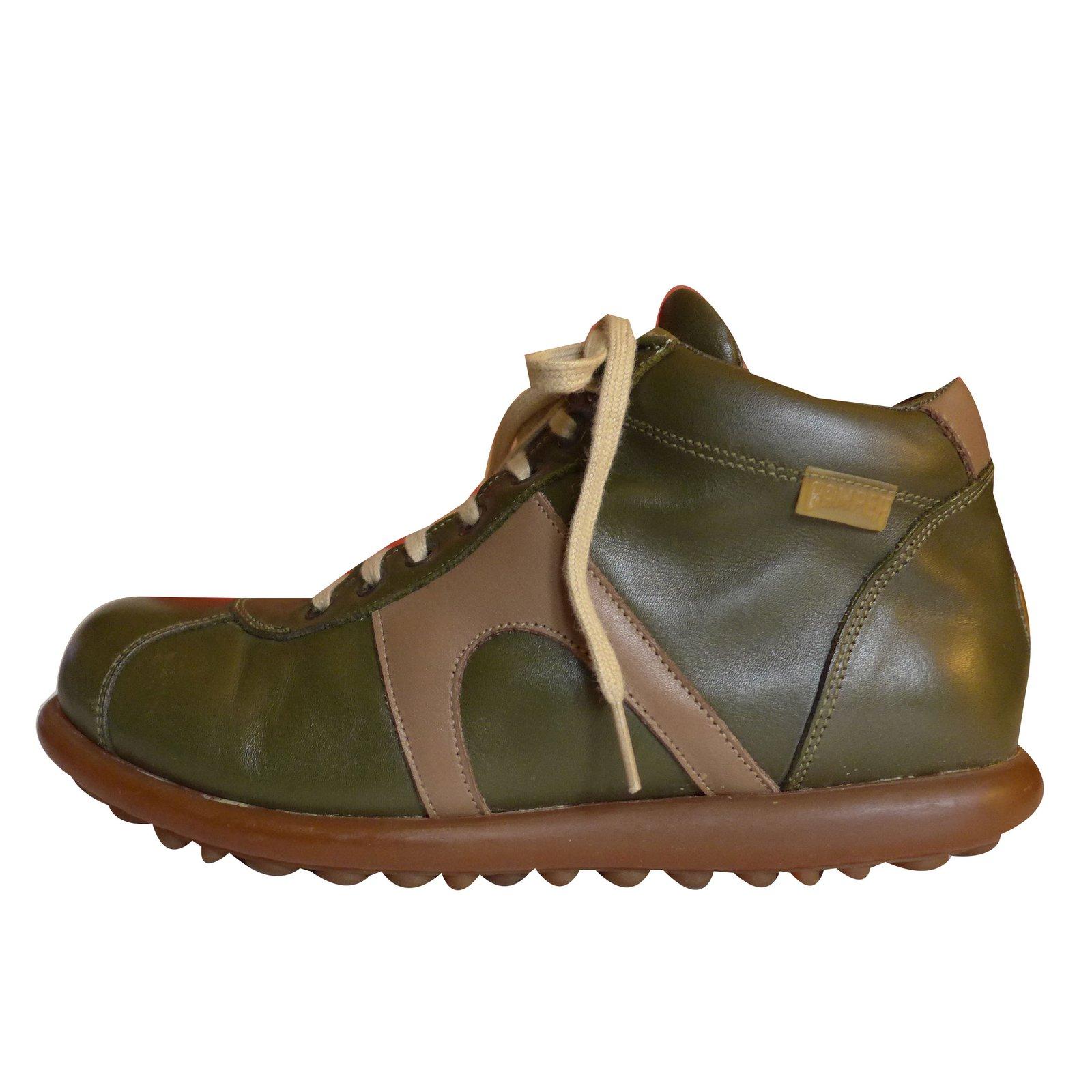 7b3e394308e Baskets Autre Marque Chaussures CAMPER en cuir kaki et beige T 39 Cuir  Beige