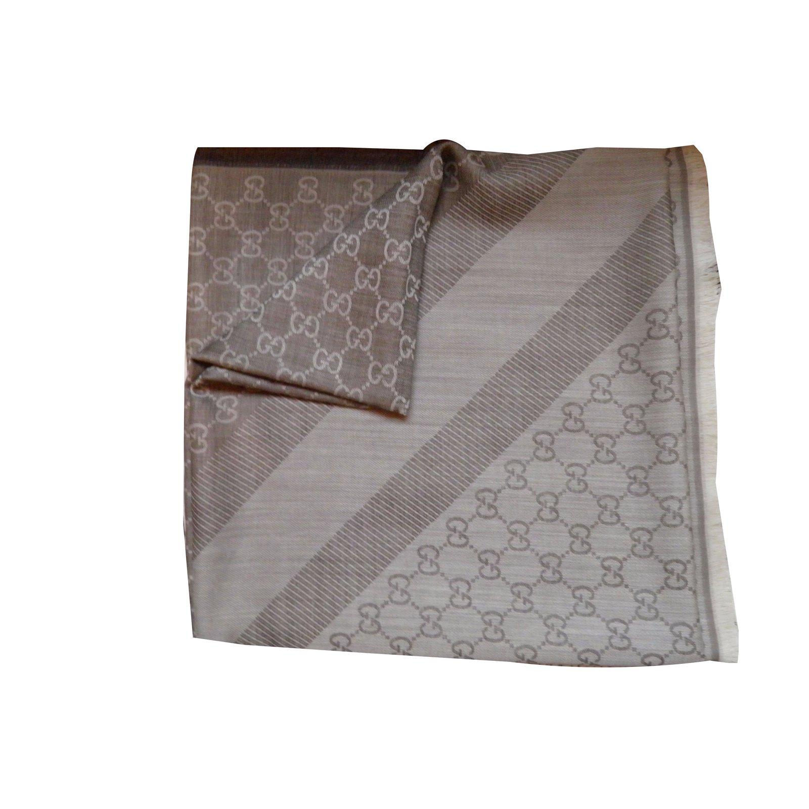 marques reconnues liquidation à chaud comment commander Foulards Gucci etole Autre Beige ref.54115 - Joli Closet