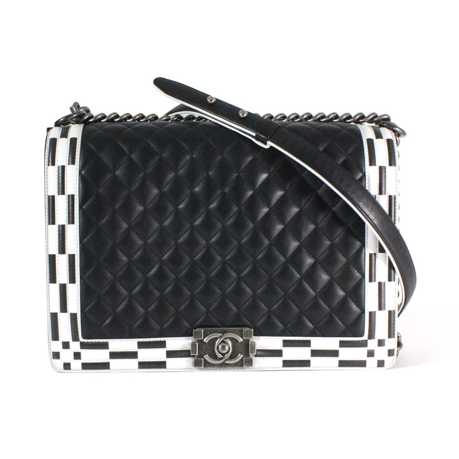 96fb775b20fc Chanel Boy Handbags Leather Black,White ref.54786 - Joli Closet