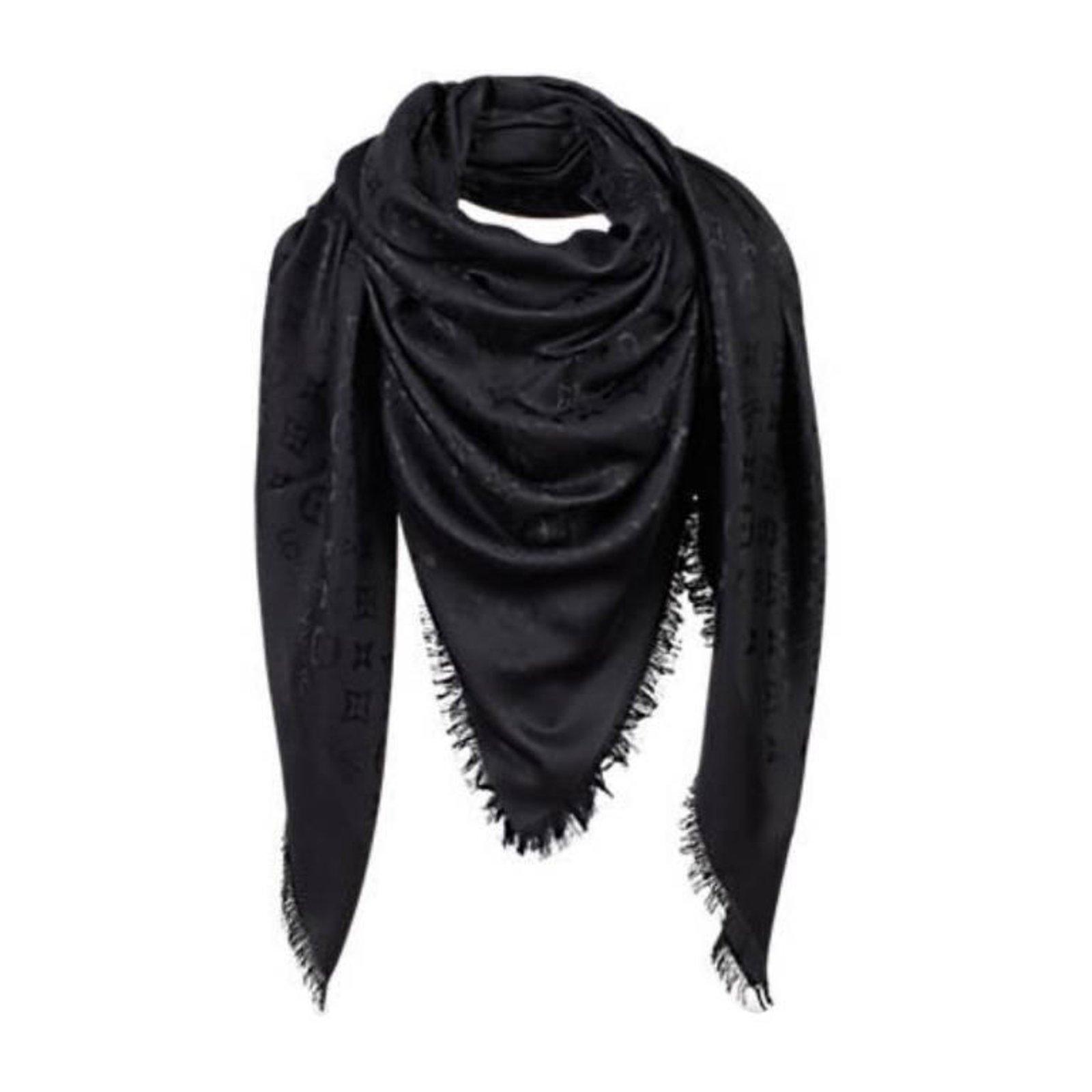 Foulards Louis Vuitton Foulard Monogramme Soie Noir ref.57900 - Joli ... 7df0cd7a741