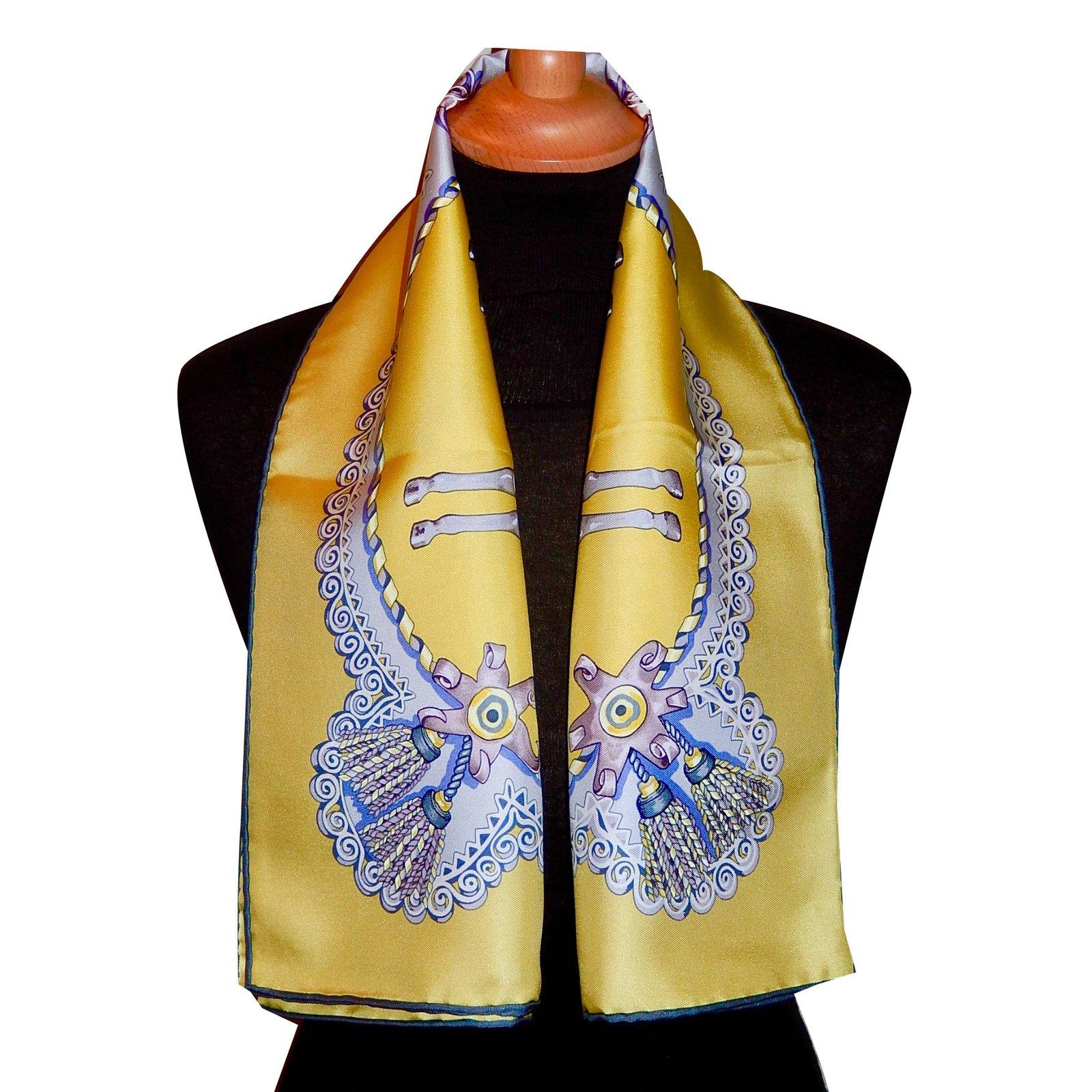 d190ce15c7ae Foulards Hermès PAPEROLES Soie Jaune ref.57907 - Joli Closet