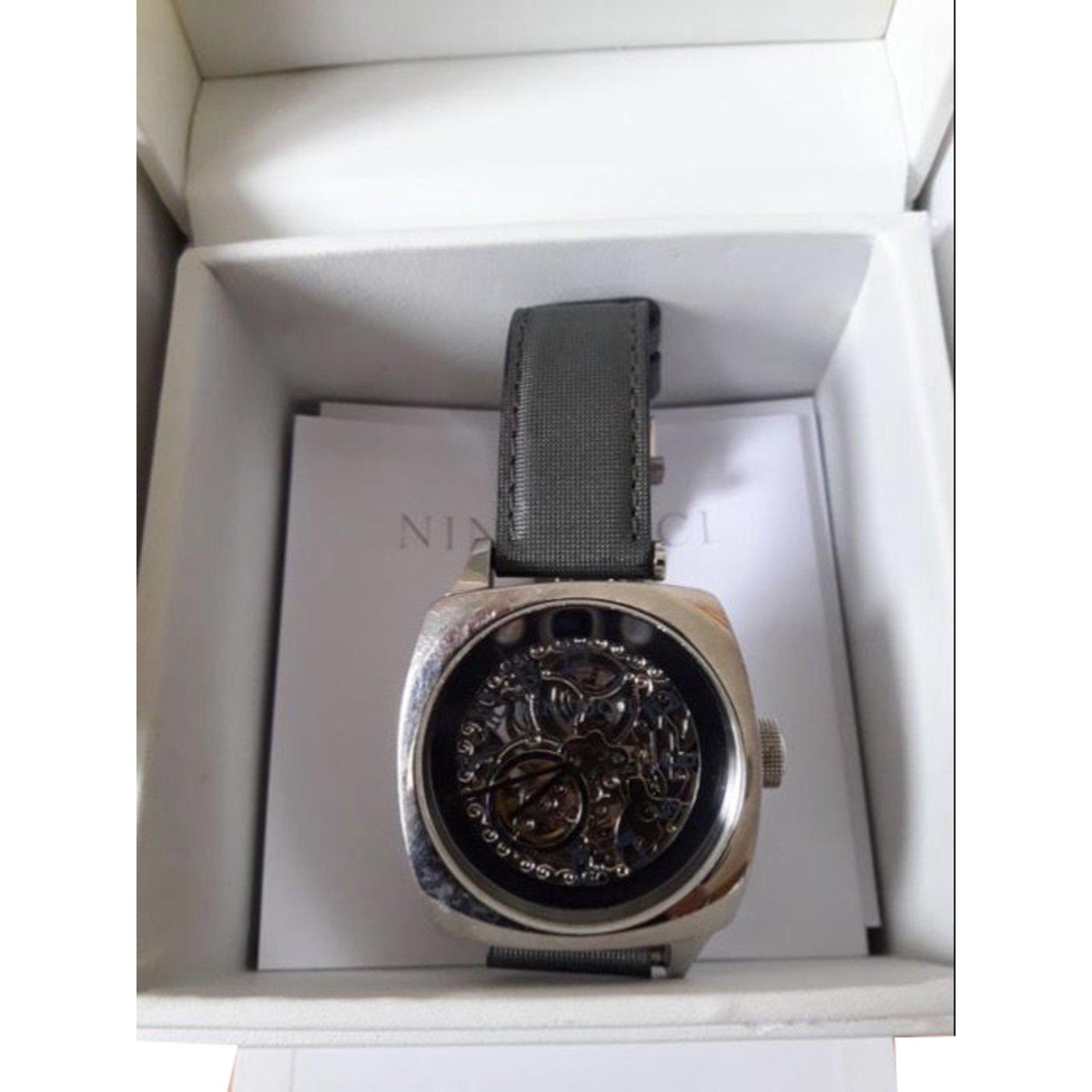 bracelet cuir montre nina ricci