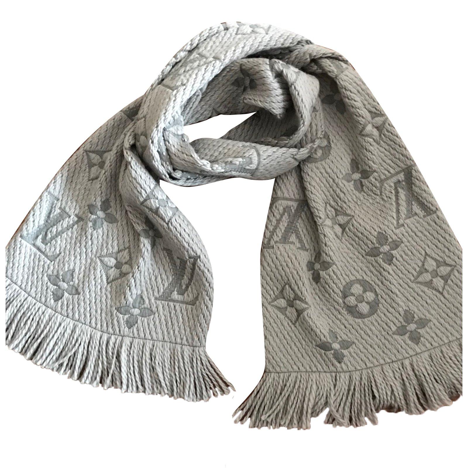 Foulards Louis Vuitton Echarpe Laine Gris ref.63283 - Joli Closet 960fd1e61e8