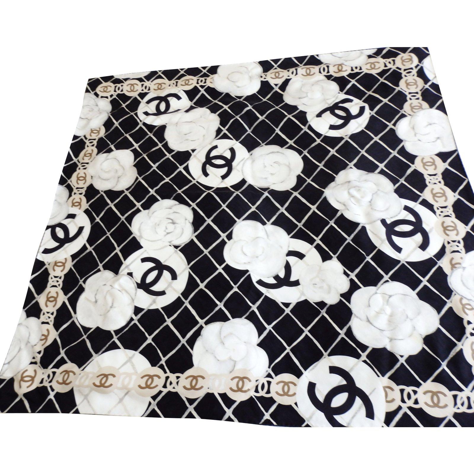 00d2d862259 Chanel Silk scarves Silk scarves Silk Black ref.65424 - Joli Closet