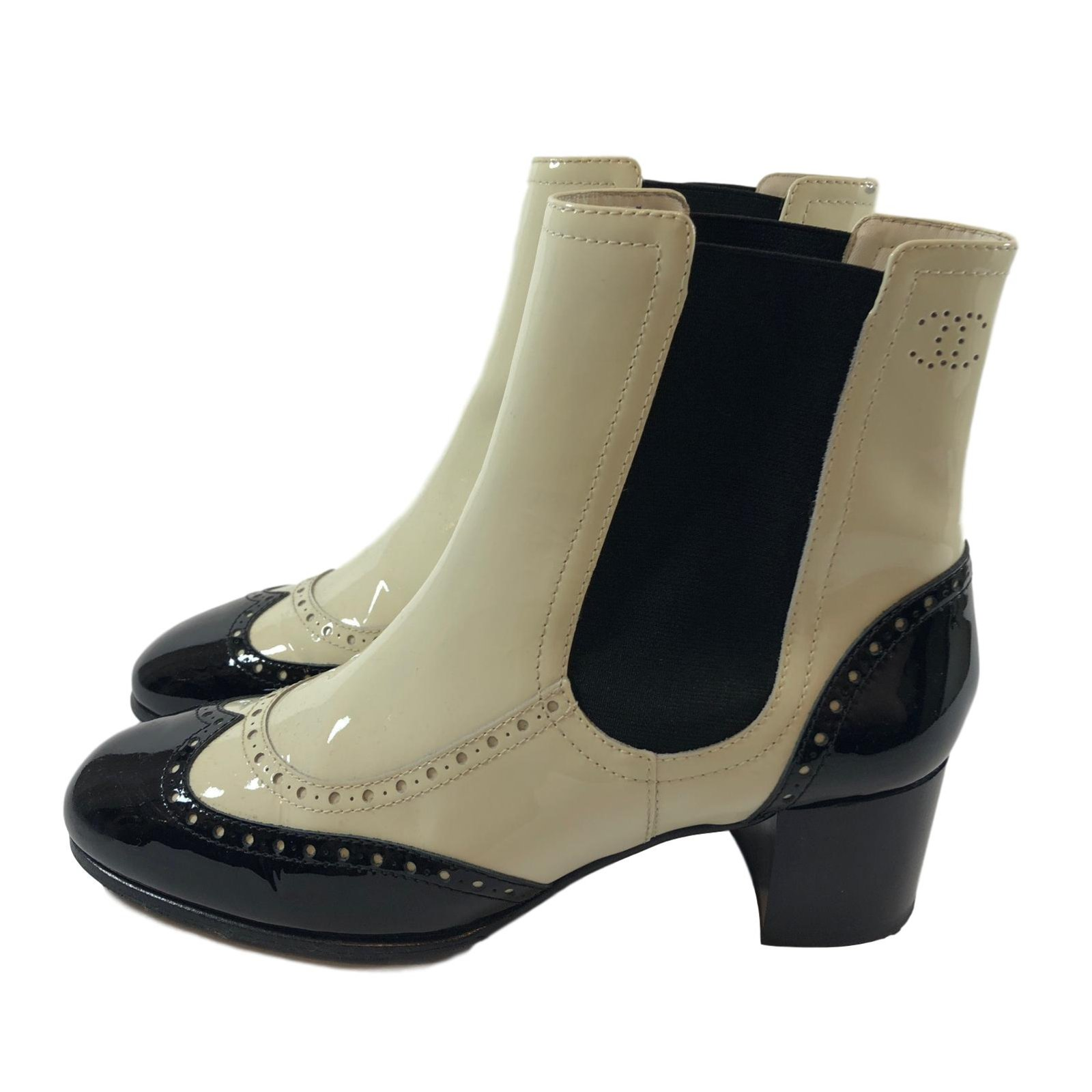 95b9442b6 Chanel Boots Ankle Boots Patent leather Black,White ref.68681 - Joli ...