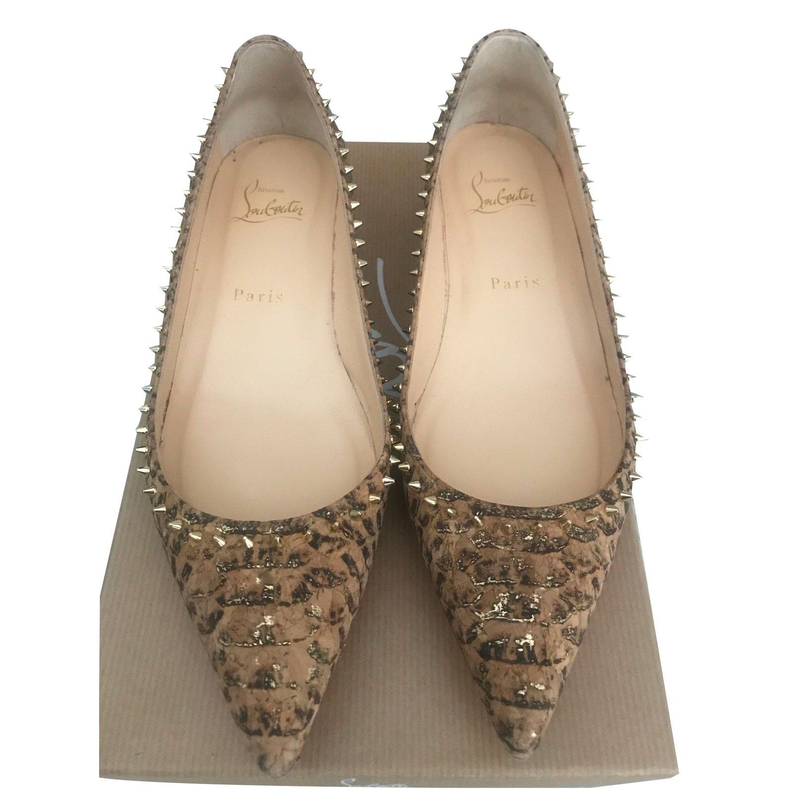chaussure louboutin beige
