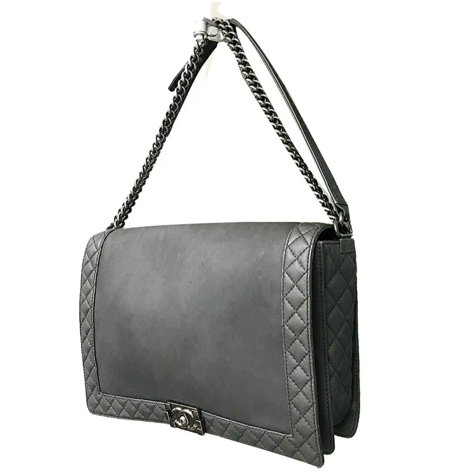 8198aff2e723 Chanel The Boy large Handbags Leather Grey ref.71568 - Joli Closet