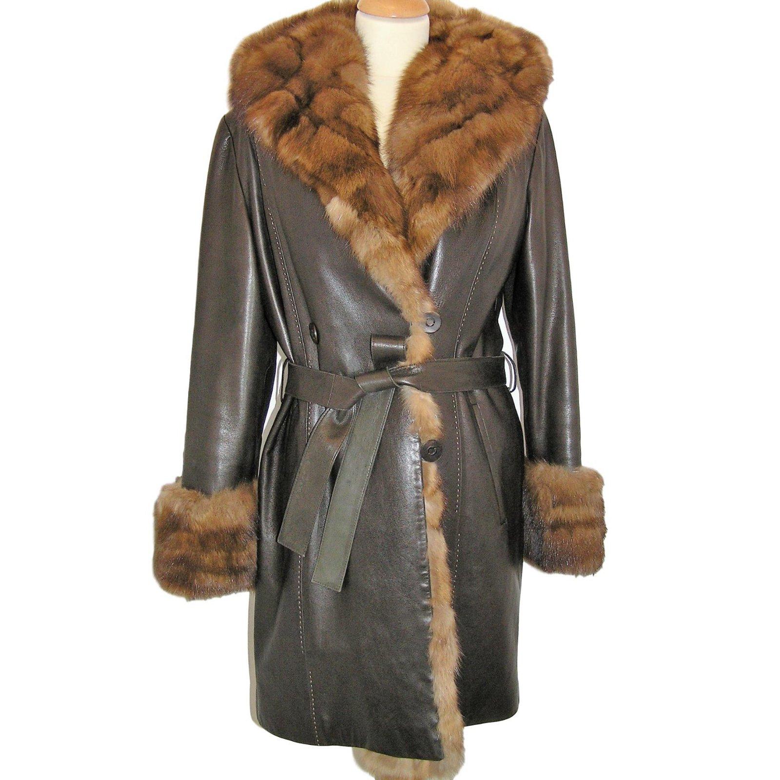 3b7df3dd82 manteau-a-capuche-en-zibeline-et-cuir-agneau-sam-rone-marron.jpg