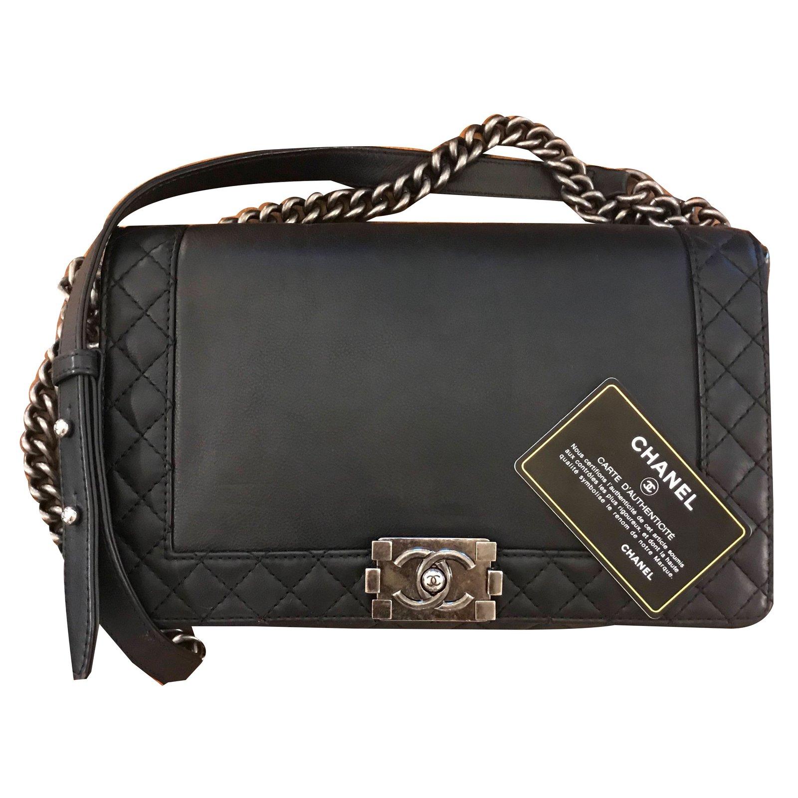 f0128d9660e1 Chanel Boy Reverso Handbags Leather Black ref.73897 - Joli Closet