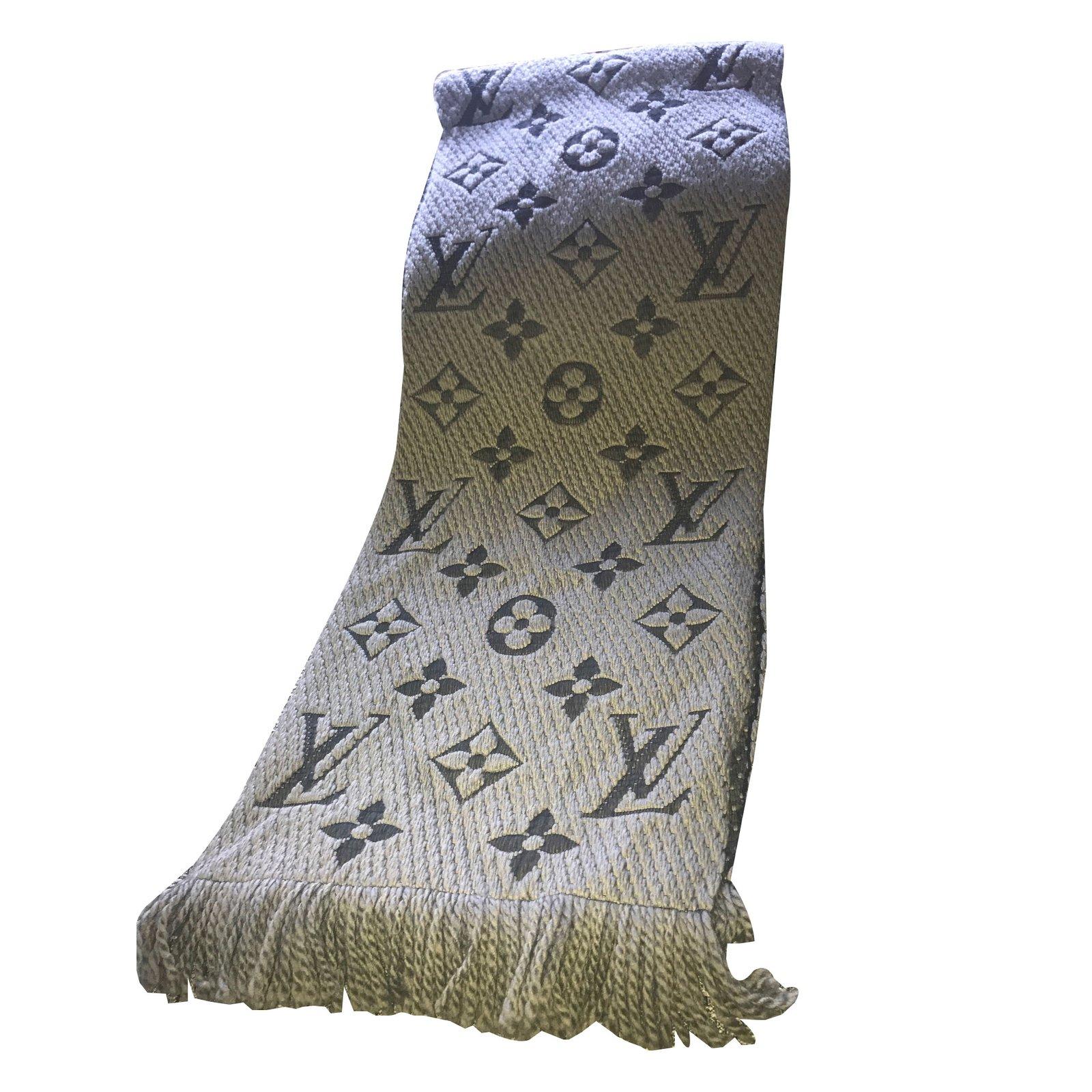Foulards Louis Vuitton écharpe Laine Gris ref.77340 - Joli Closet 40b759704ea