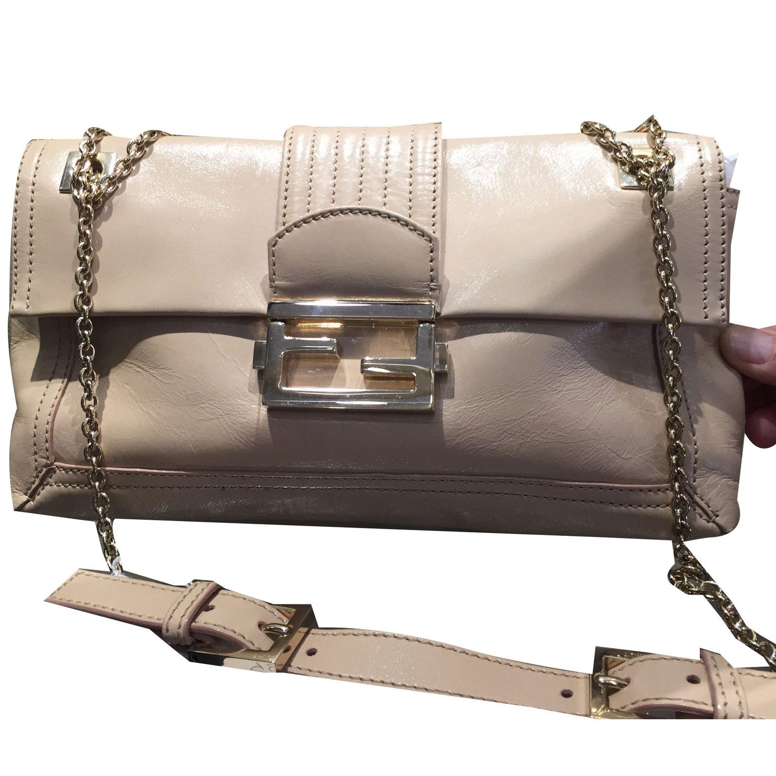 8e7f5db0a4fb Fendi Fendi baguette Handbags Leather Beige ref.80018 - Joli Closet