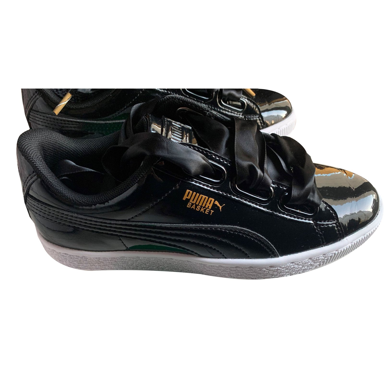 size 40 e7e55 f5307 Heart Sneakers