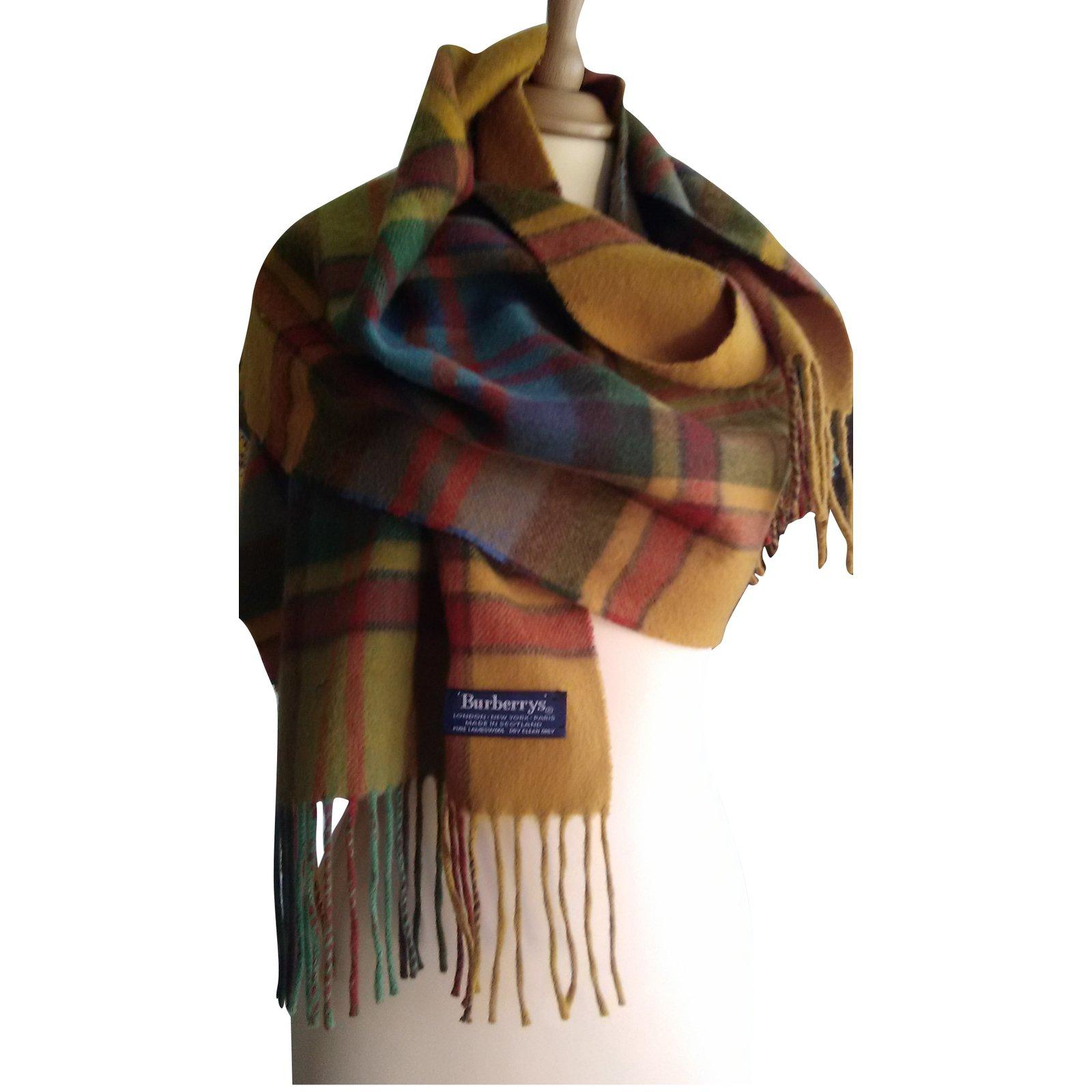 Foulards Burberry Echarpe Laine Multicolore ref.86642 - Joli Closet e268ec0953e