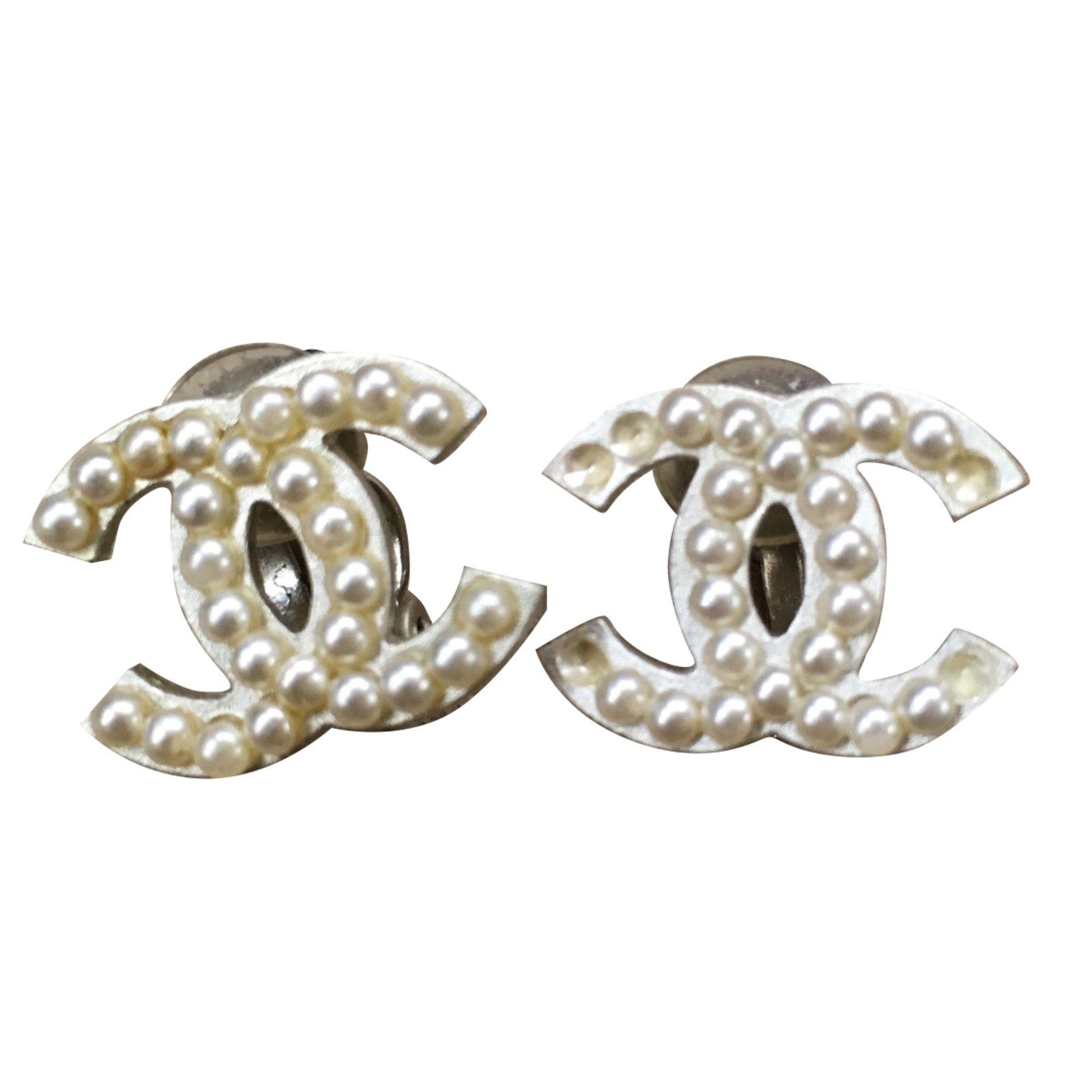 Boucles D Oreilles Chanel Boucles D Oreilles Perle Blanc Cassé Ref 91682 Joli Closet