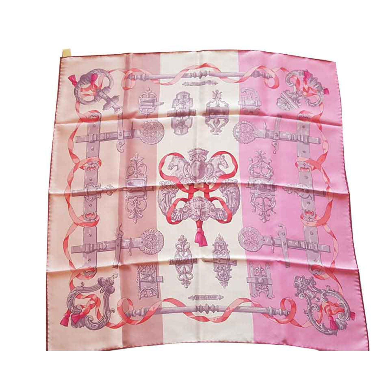 0b3aa577c458 Carrés Hermès Carré soie Soie Rose ref.93017 - Joli Closet
