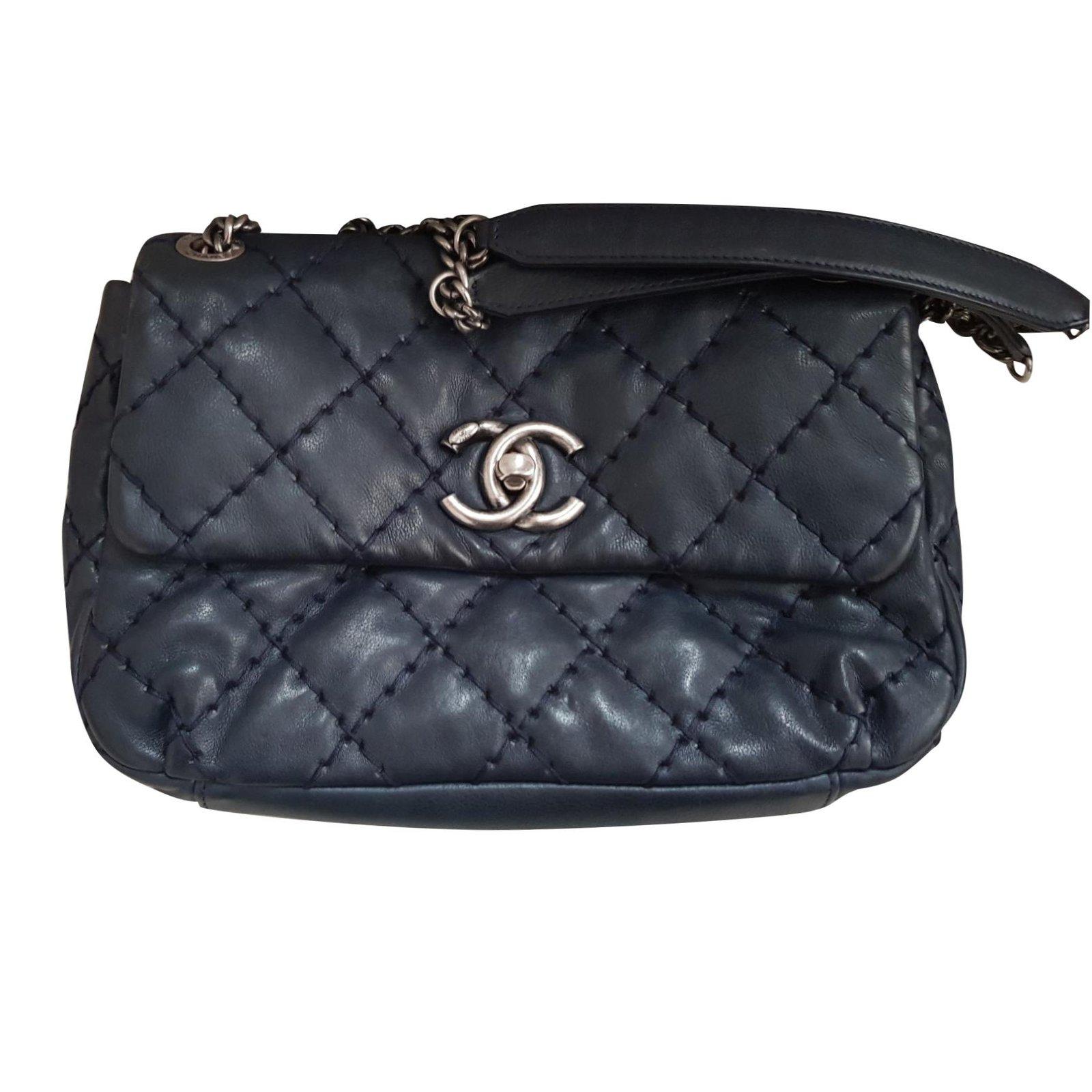 1cc443568cb62 Chanel Chanel bag Handbags Leather Navy blue ref.100883 - Joli Closet