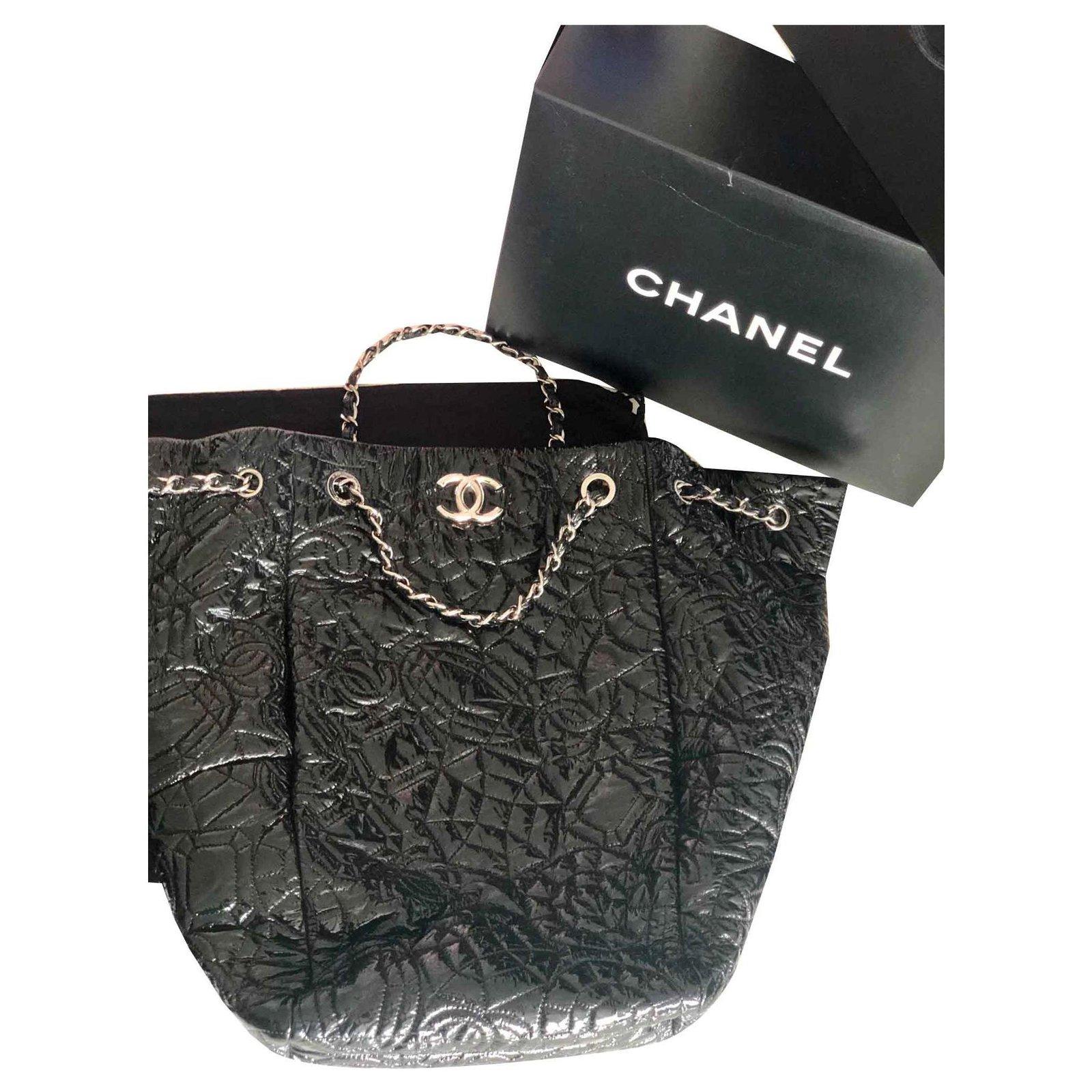 35520671d8 Sacs à main Chanel Grand sac chanel vinyles vernis camélia Vernis Noir  ref.117428
