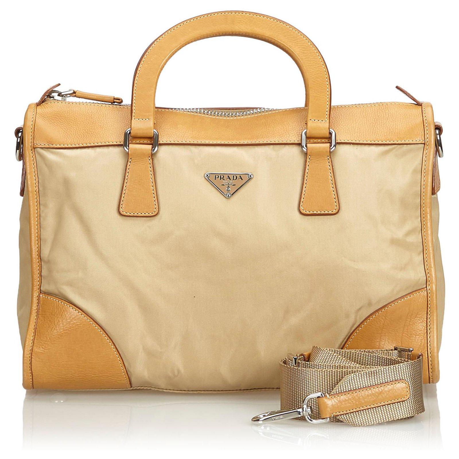 nouveaux styles f2228 93b40 Cartable Prada Nylon Marron