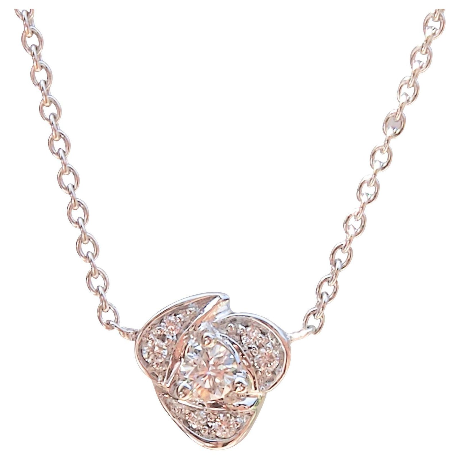 f6636cc4e7cce BEERS Gold and Diamond Necklace
