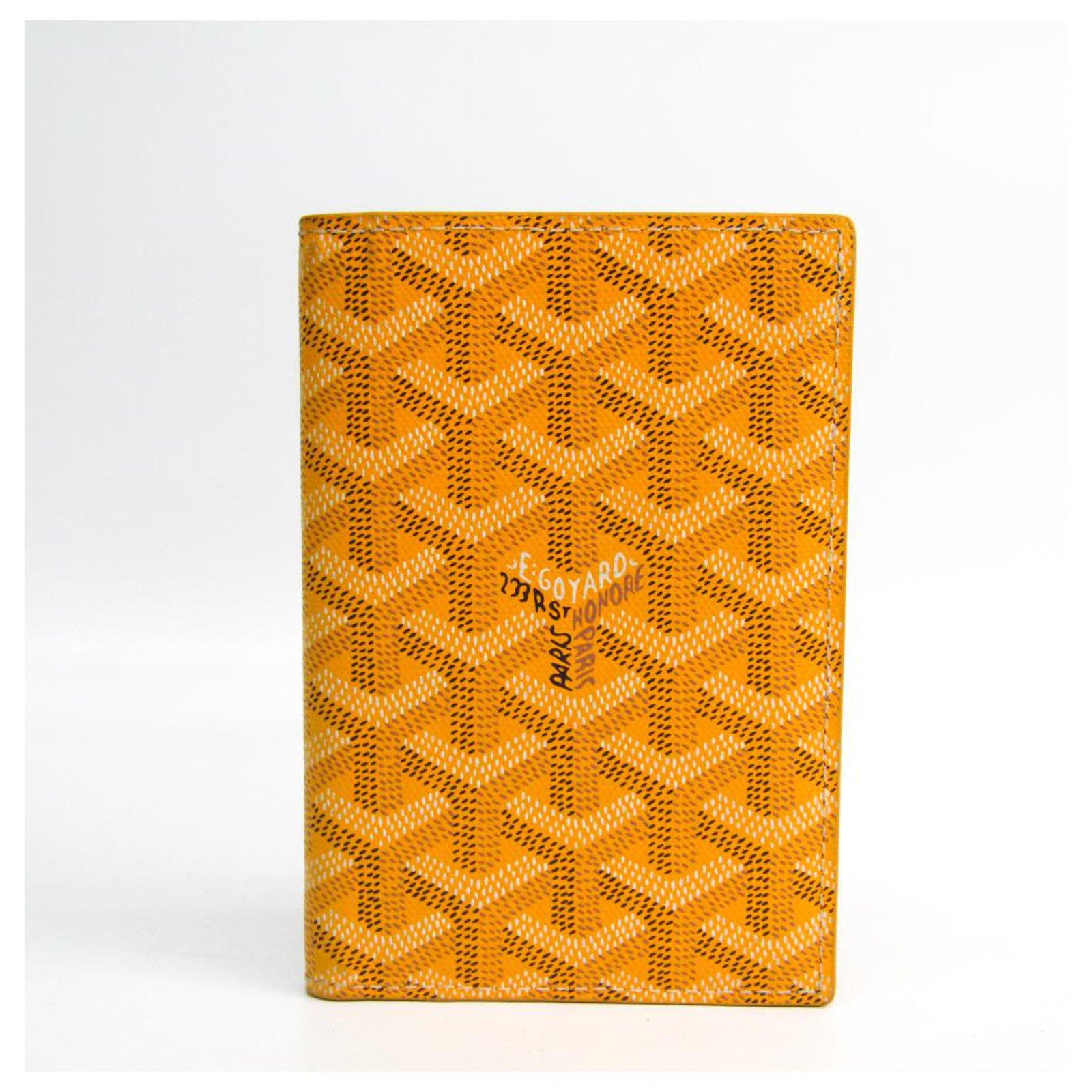 taille 40 439db 83fff Couverture de passeport goyard jaune grenelle