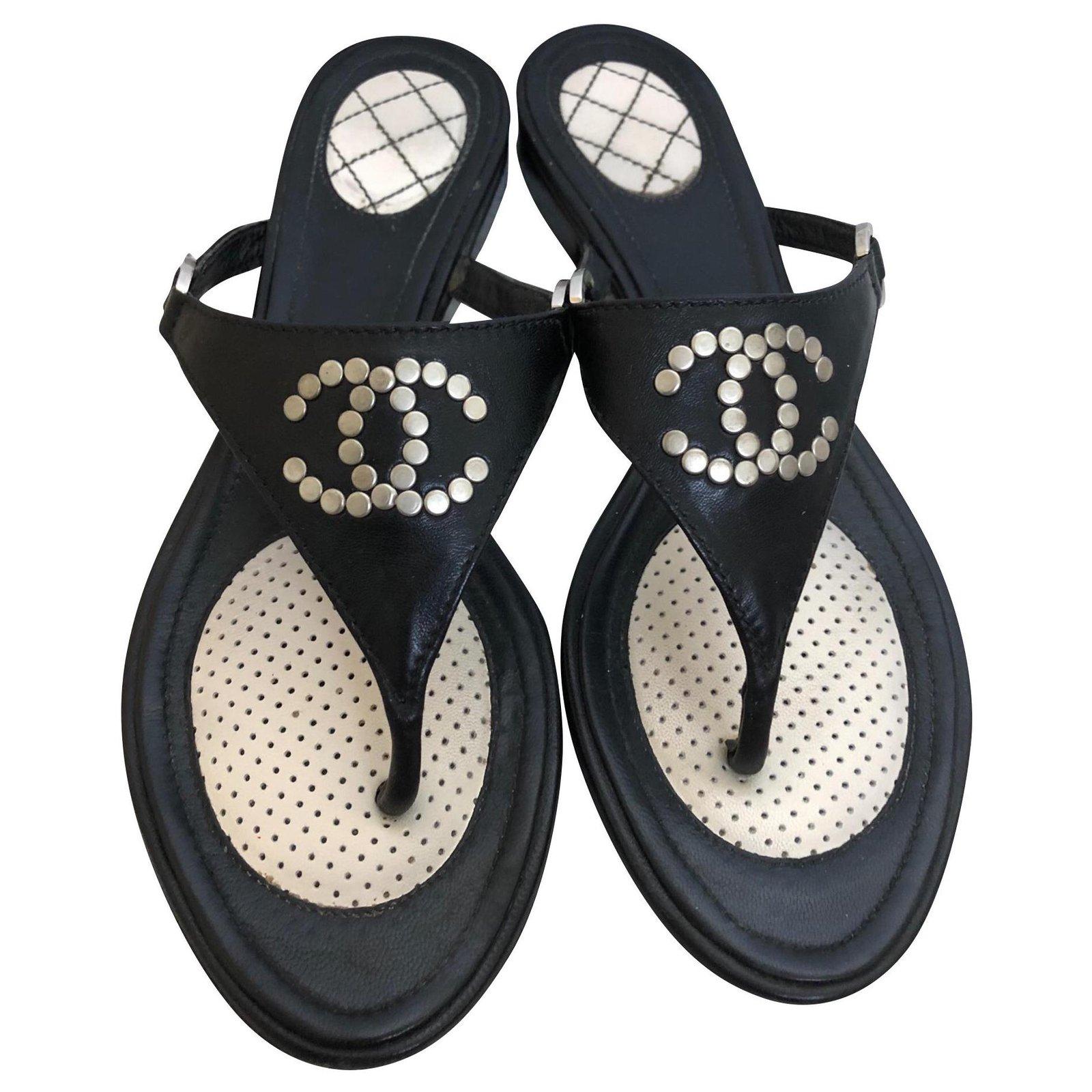 Chanel Flip flops Sandals Leather Black