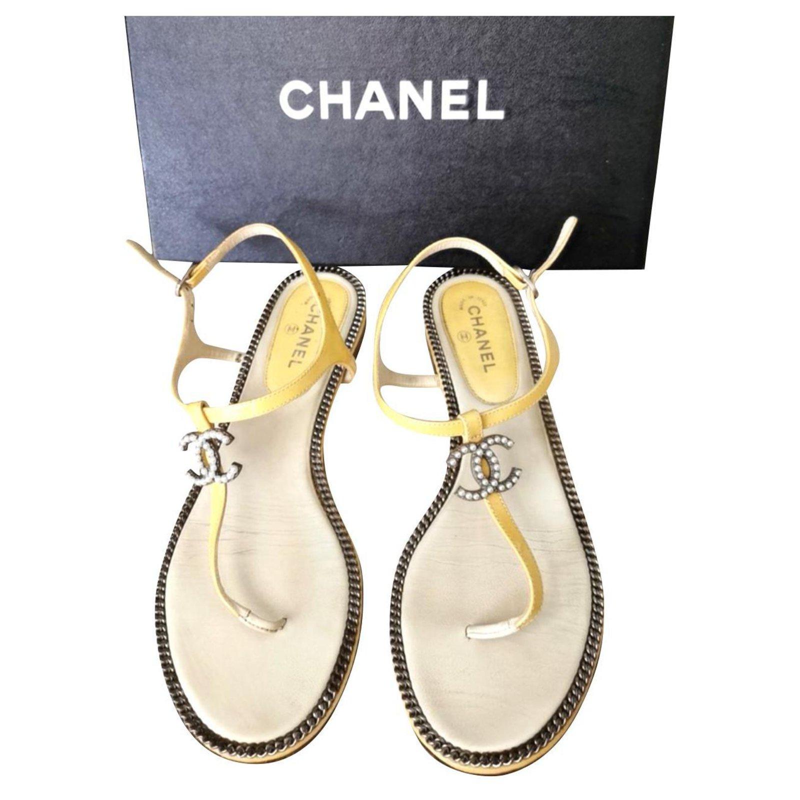 Chanel Chanel CC yellow summer sandals